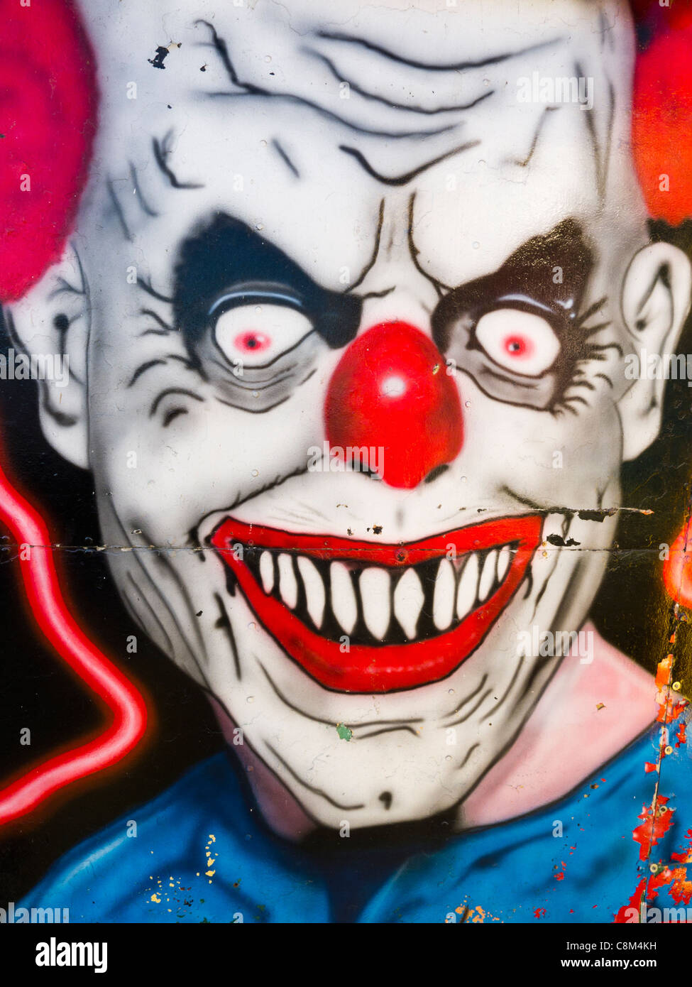 Eine Bose Clowns Gesicht Gemalt Am Gehause Fur Eine Geisterbahn Stockfotografie Alamy
