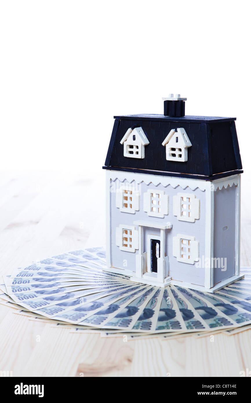 Modell Haus auf Papier Geldscheine Stockbild