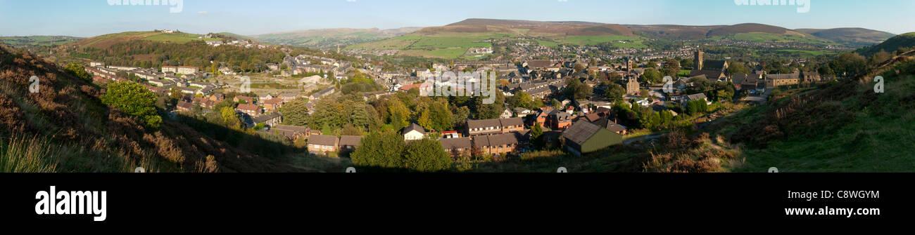 Panorama der zahmen Tal über Mossley.  Tameside, Greater Manchester, England, UK Stockbild
