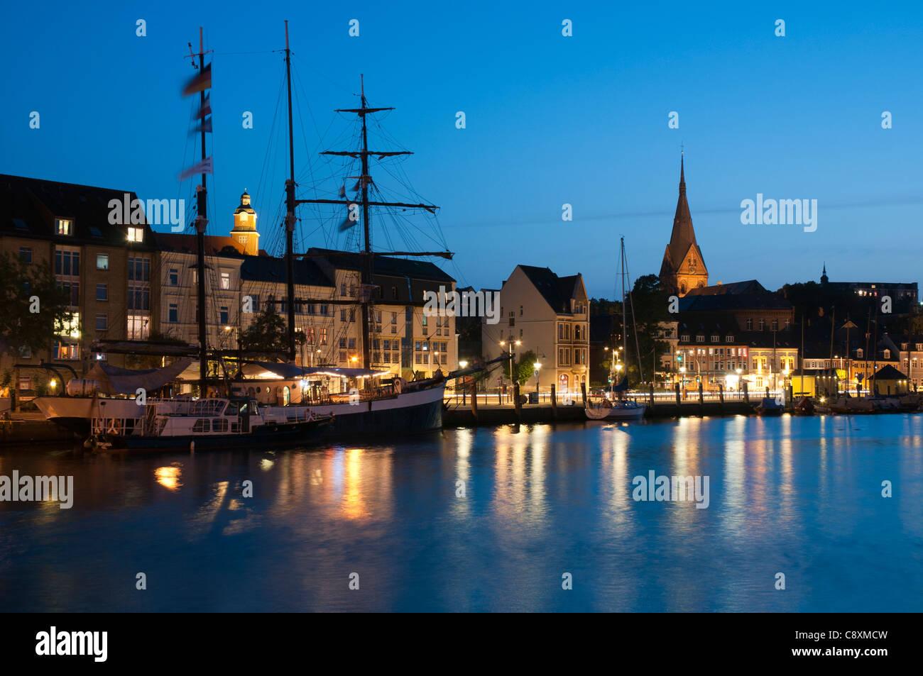 Flensburg bei nacht flensburger f rde ostsee schleswig holstein deutschland europa - Architektur flensburg ...