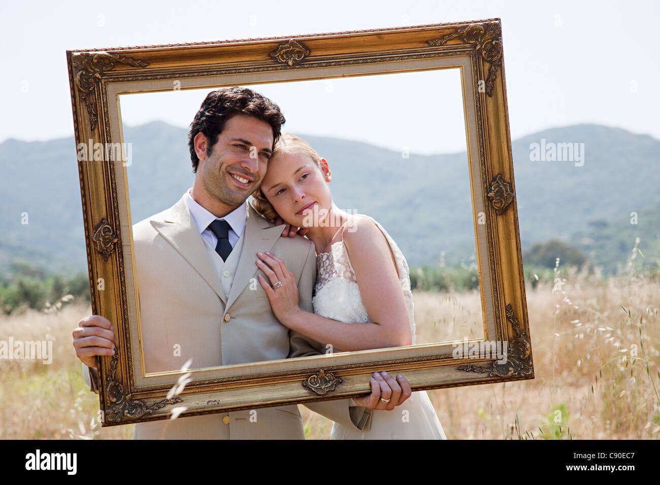 Brautpaar Mit Vintage Bilderrahmen Stockfoto Bild 39963959 Alamy