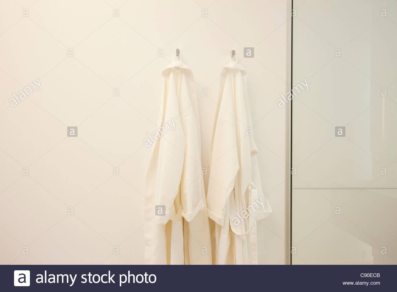 Dangling Stockfotos & Dangling Bilder - Alamy