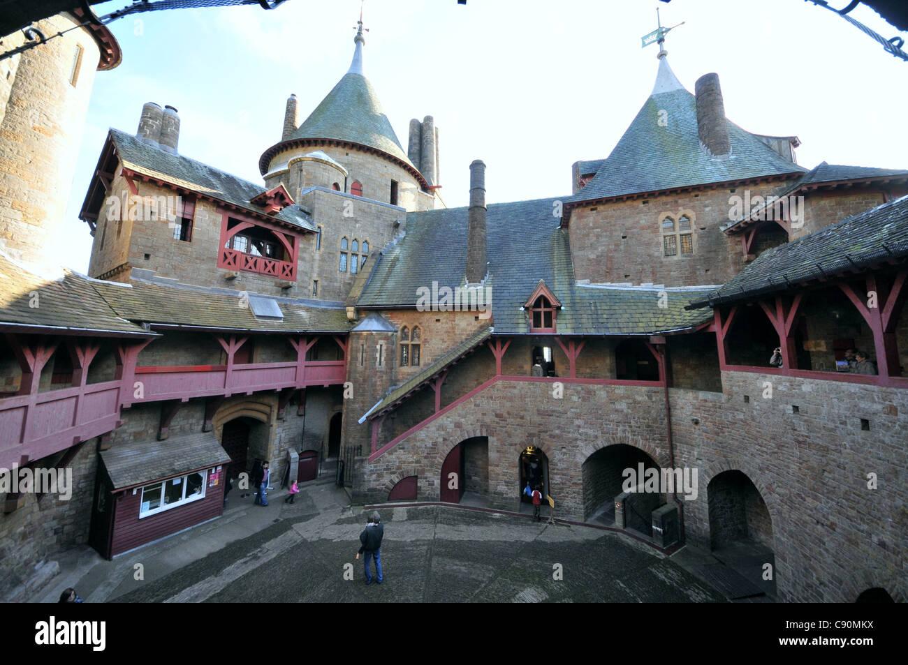Castell Coch 19. Jahrhundert neugotischen Schloss erbaut auf den Resten einer echten 13. Jahrhundert Festung in Stockbild