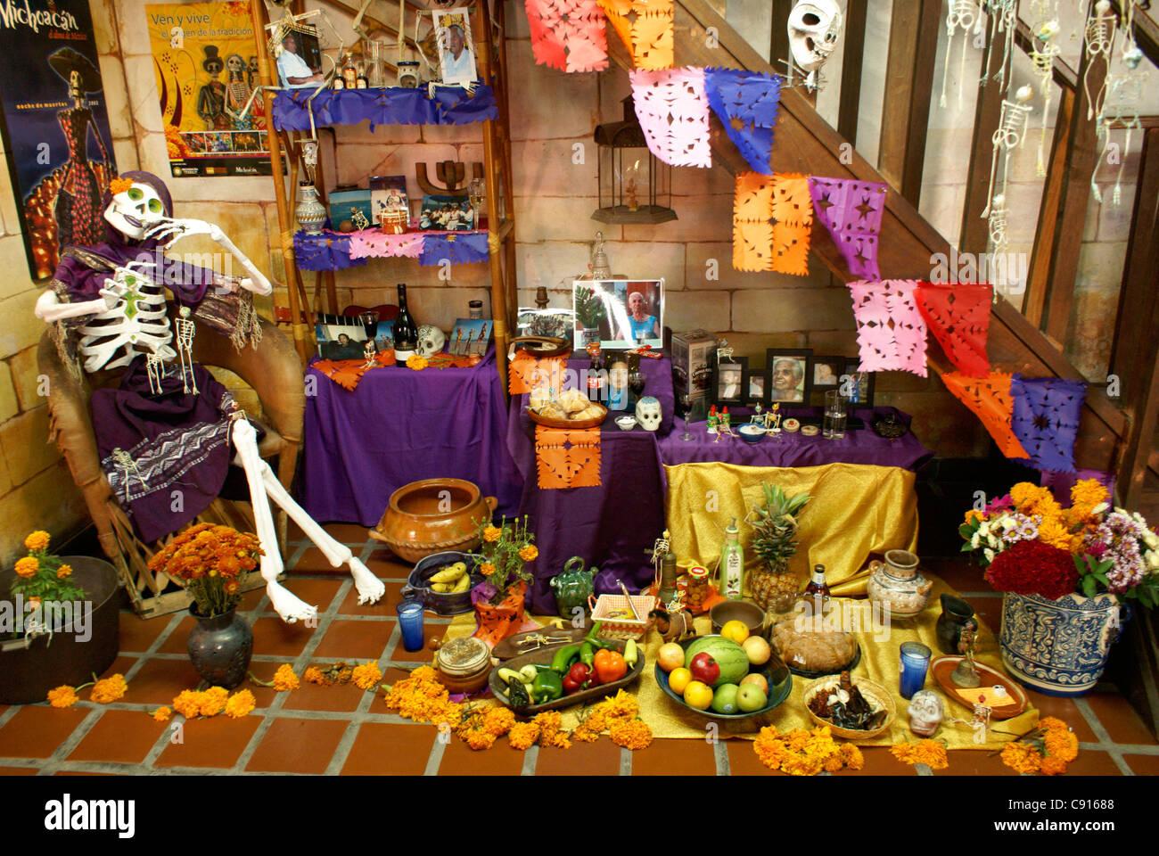 Dekorierte mexikanischen Tag der Toten oder Dia de Los Muertos Altäre, Mazatlan, Sinaloa, Mexiko Stockbild