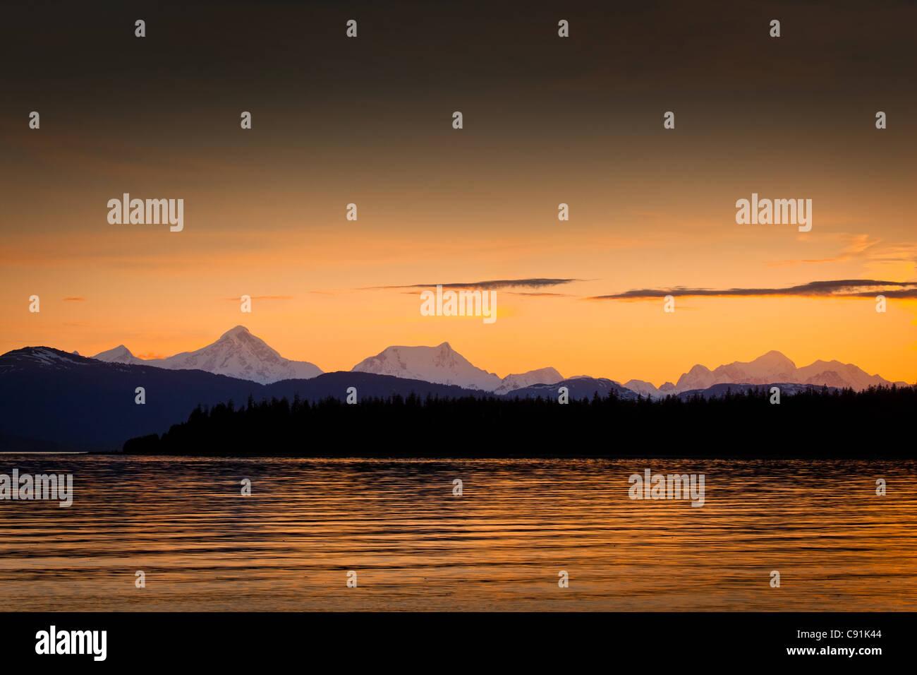 Sonnenuntergang Scenic Fairweather Berge von Bartlett Cove, Gustavus, Glacier Bay Nationalpark & zu bewahren, Stockbild