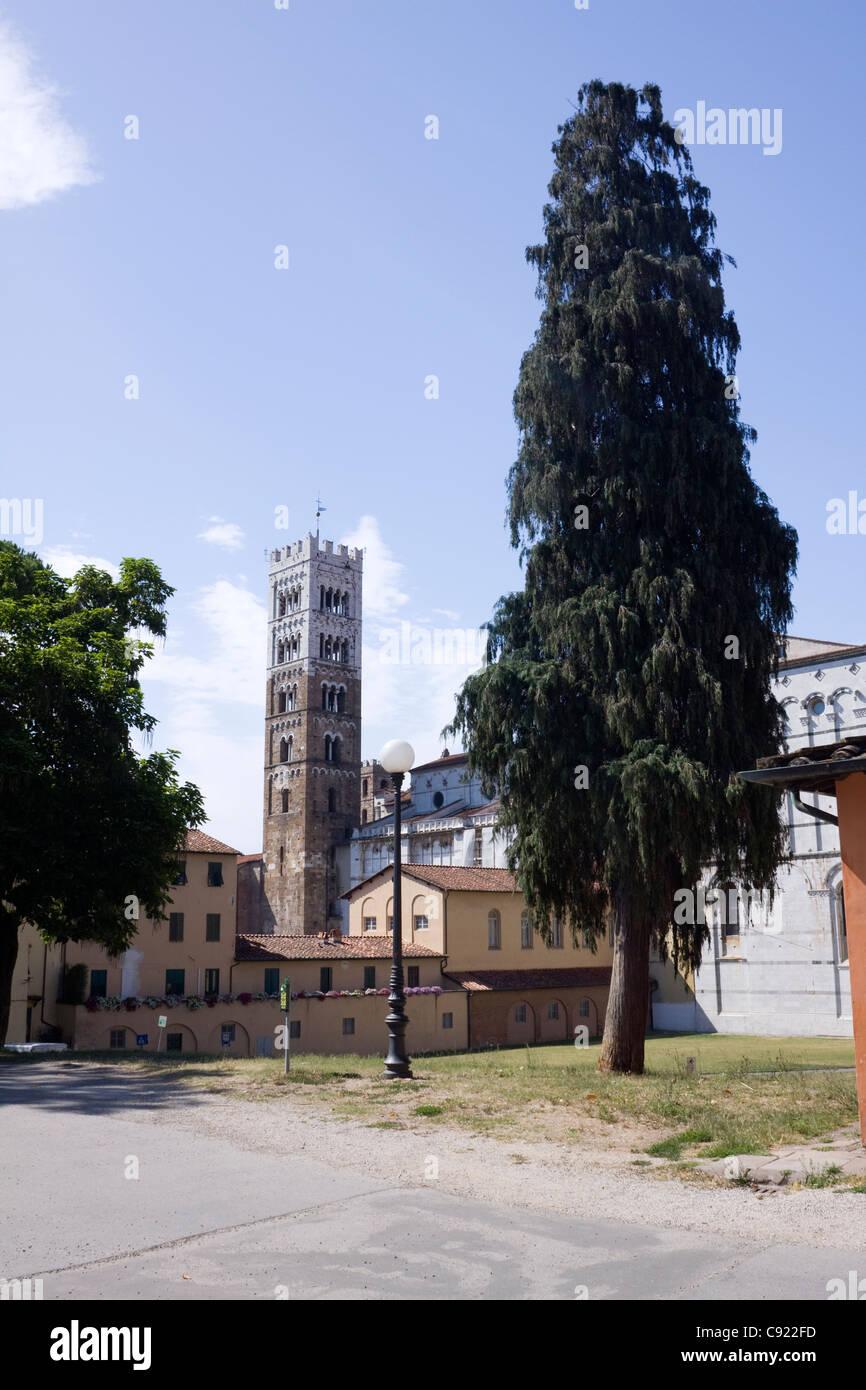 Der Turm des Tempietto Del Volto Santo Viale Delle Urbane in Lucca Stadt entnehmen. Toskana, Italien. Stockbild