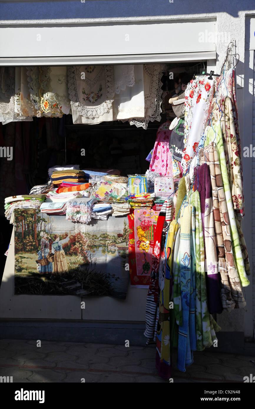 Spitze & GEFLOCHTENEN Tisch Tuch STALL SEWASTOPOL Krim UKRAINE 28. September 2011 Stockbild
