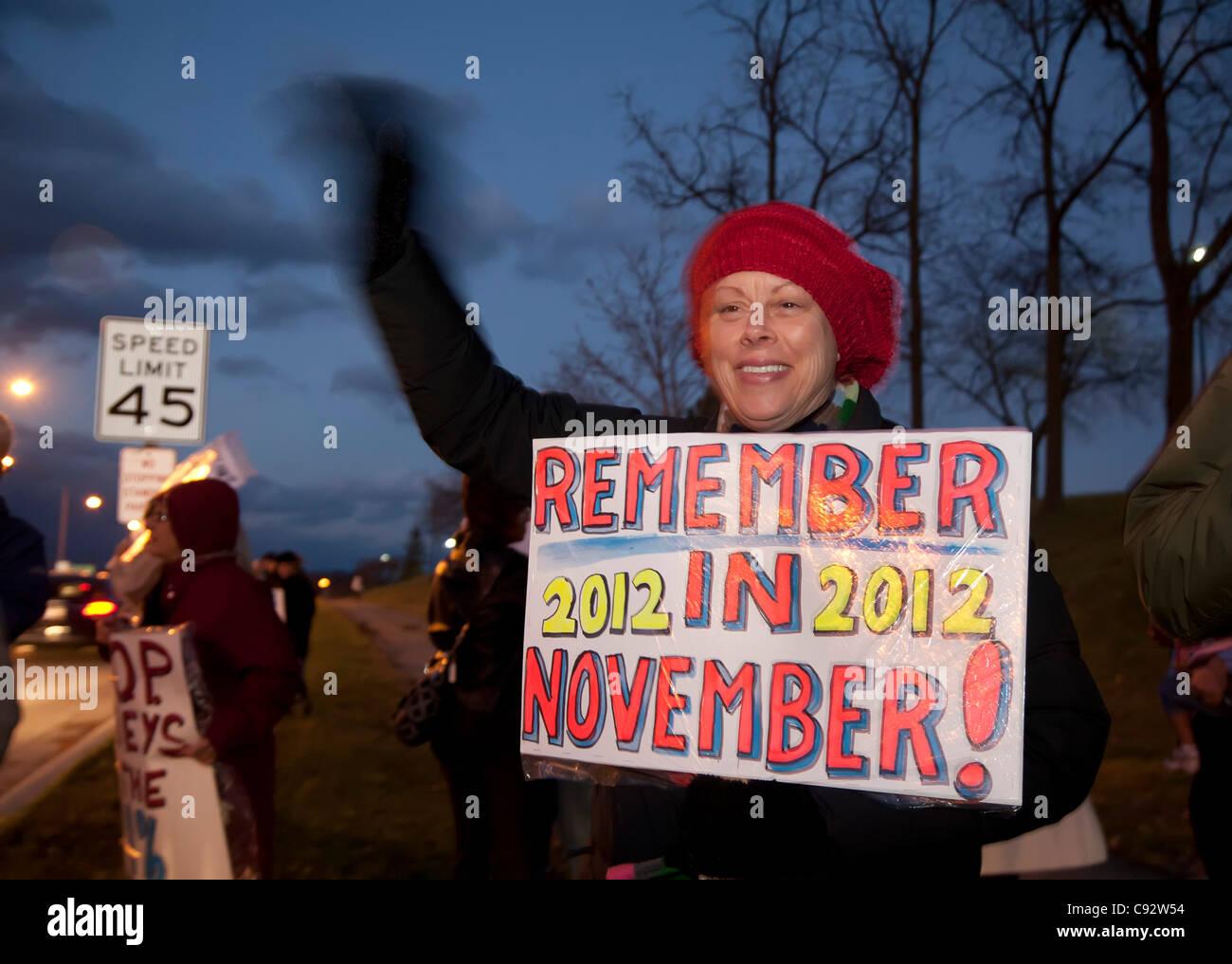 Auburn Hills, Michigan - Menschen Streikposten außerhalb der republikanische Präsidentschafts-Debatte an der Oakland University. Stockfoto