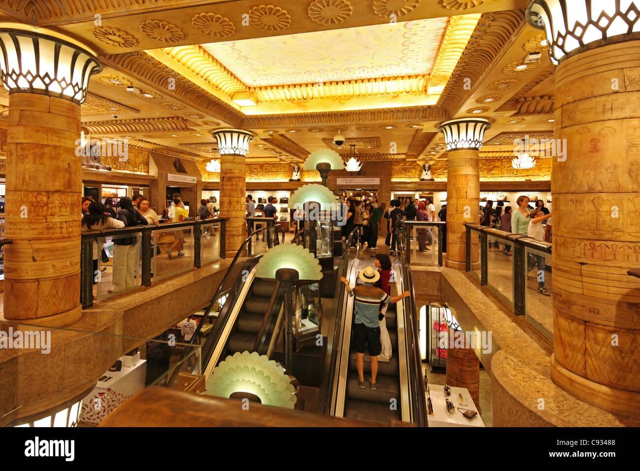 Harrods Interior Stockfotos & Harrods Interior Bilder - Alamy