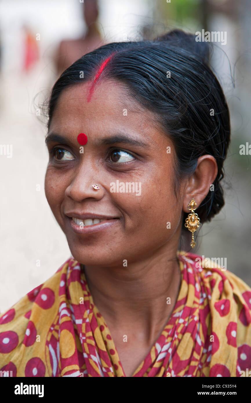 Junge Indische Frau Mit älterem Mann