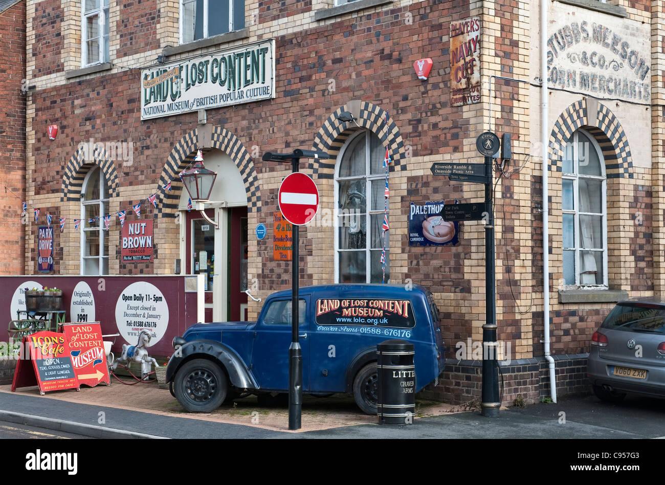 Das Land der verlorenen Inhalt, Craven Arms, Shropshire, UK. Eine riesige Sammlung von 20. Jahrhundert häusliche Stockbild