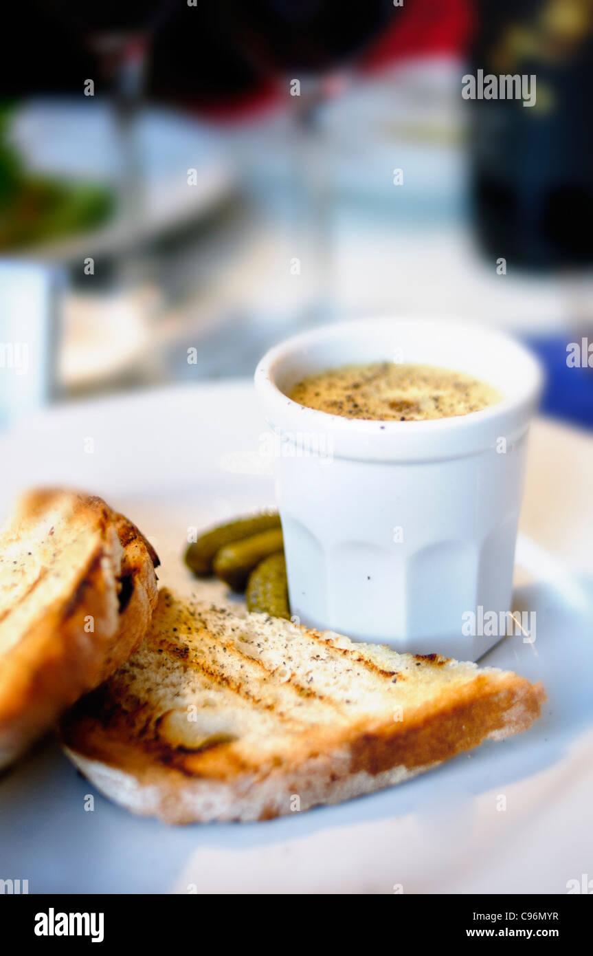 Huhn Leber Maus und geröstetem Brot Stockbild