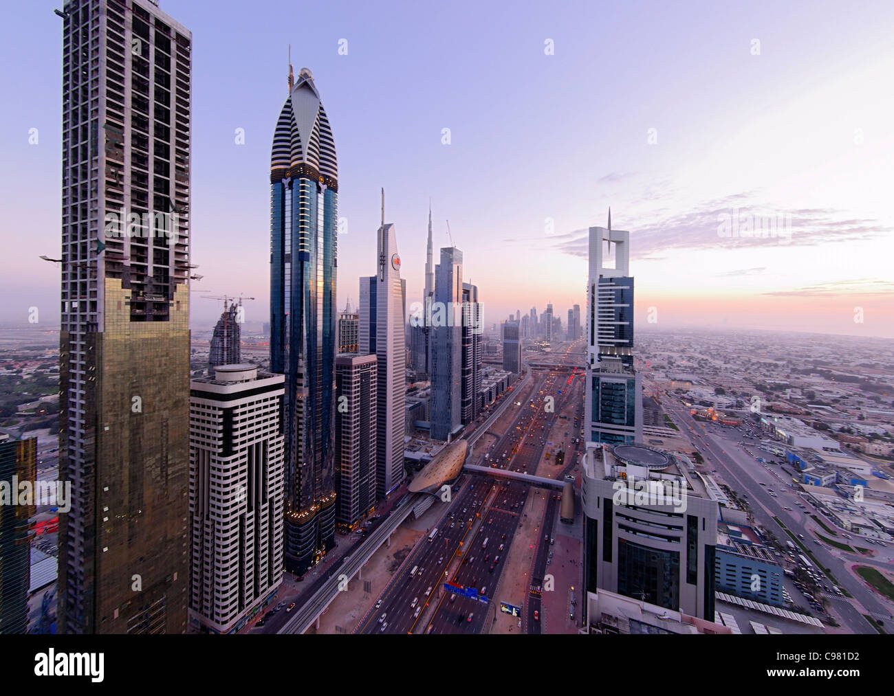 Blick auf downtown dubai t rme hochh user hotels moderne architektur financial district - Moderne architektur hauser ...