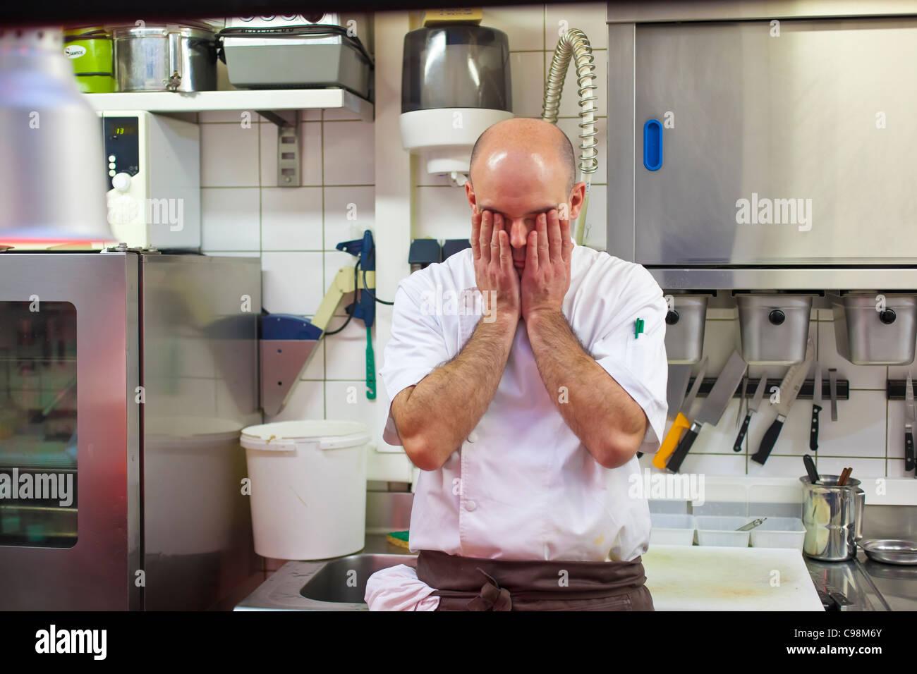 Konzentration vor der Rush. Restaurant Sa Qua Na 22, pl. Hameln Honfleur (14600) France TÉL.: + 33 2 31 89 Stockbild