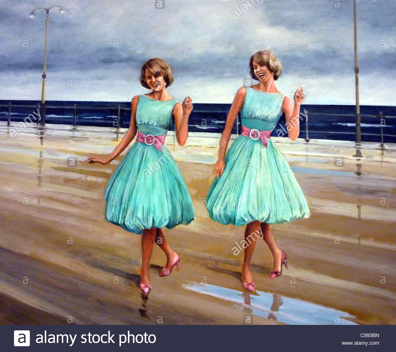 Tanzende Zwillinge 50er Jahre Strand Lebensfreude zeigen Twin Zwilling Stockbild
