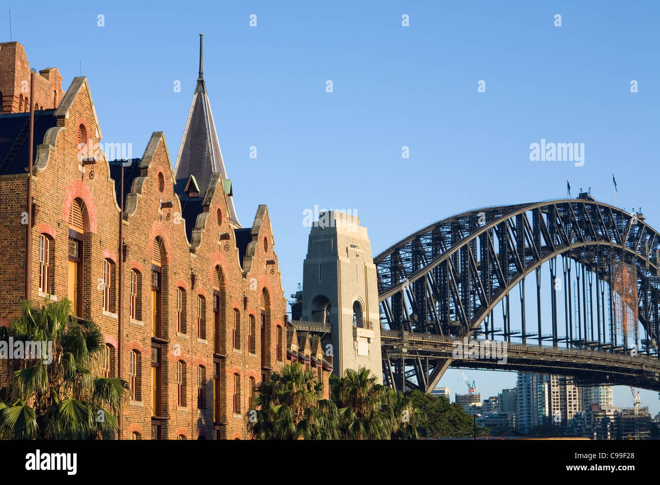 Die Architektur der Australasian Steam Navigation Co. Gebäude und Harbour Bridge.  Sydney, New South Wales, Stockbild