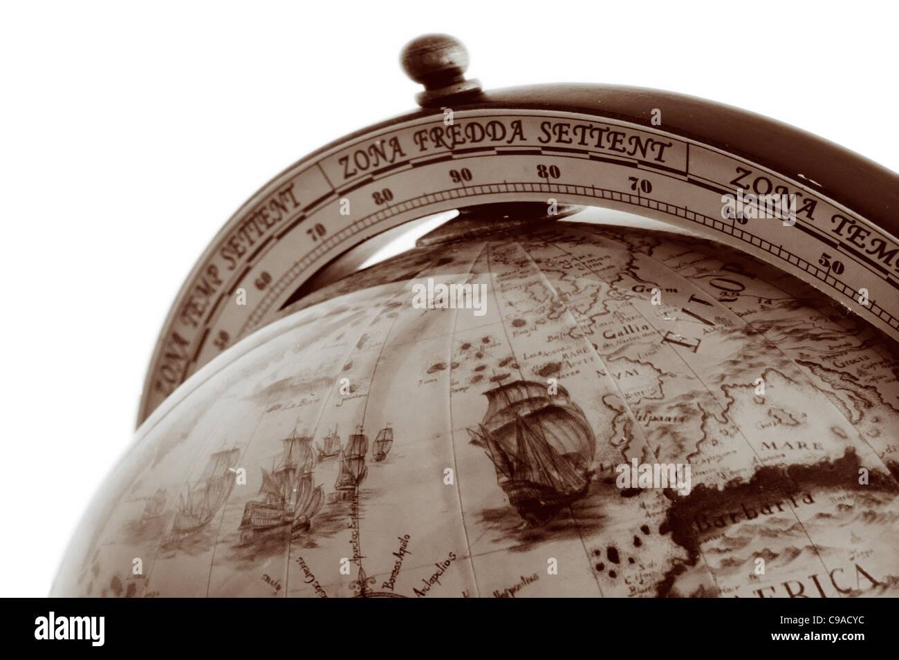 Ein Alter Globus Mit Der Karte Welt Einem Weissen Hintergrund