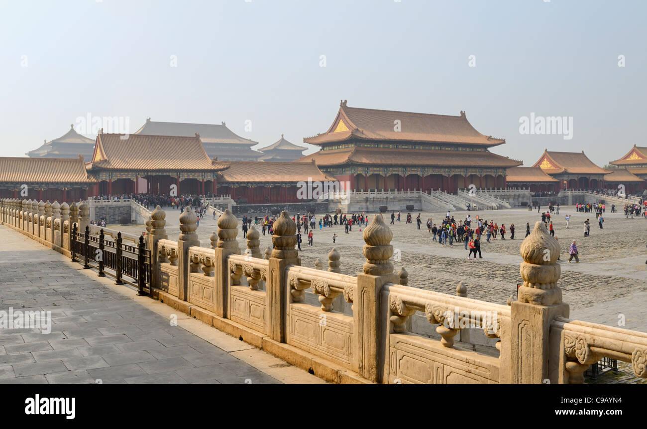 Rückseite der Tor der Höchsten Harmonie und den äußeren Hof in der Verbotenen Stadt in Peking Stockbild