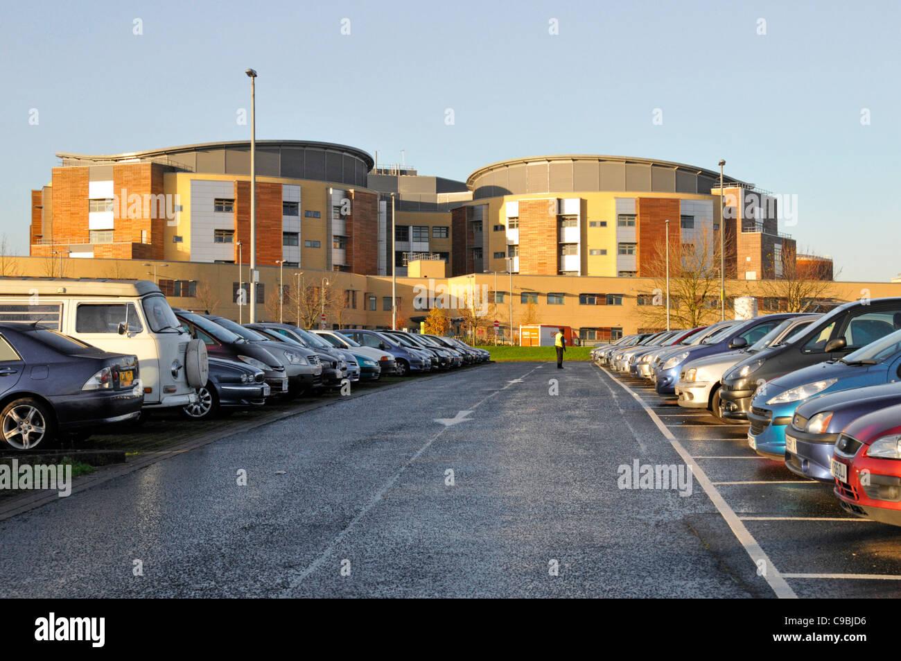National Health Service Krankenhaus Parkplatz am Queens Krankenhaus Romford außen NHS-Krankenhaus healthcare Stockbild