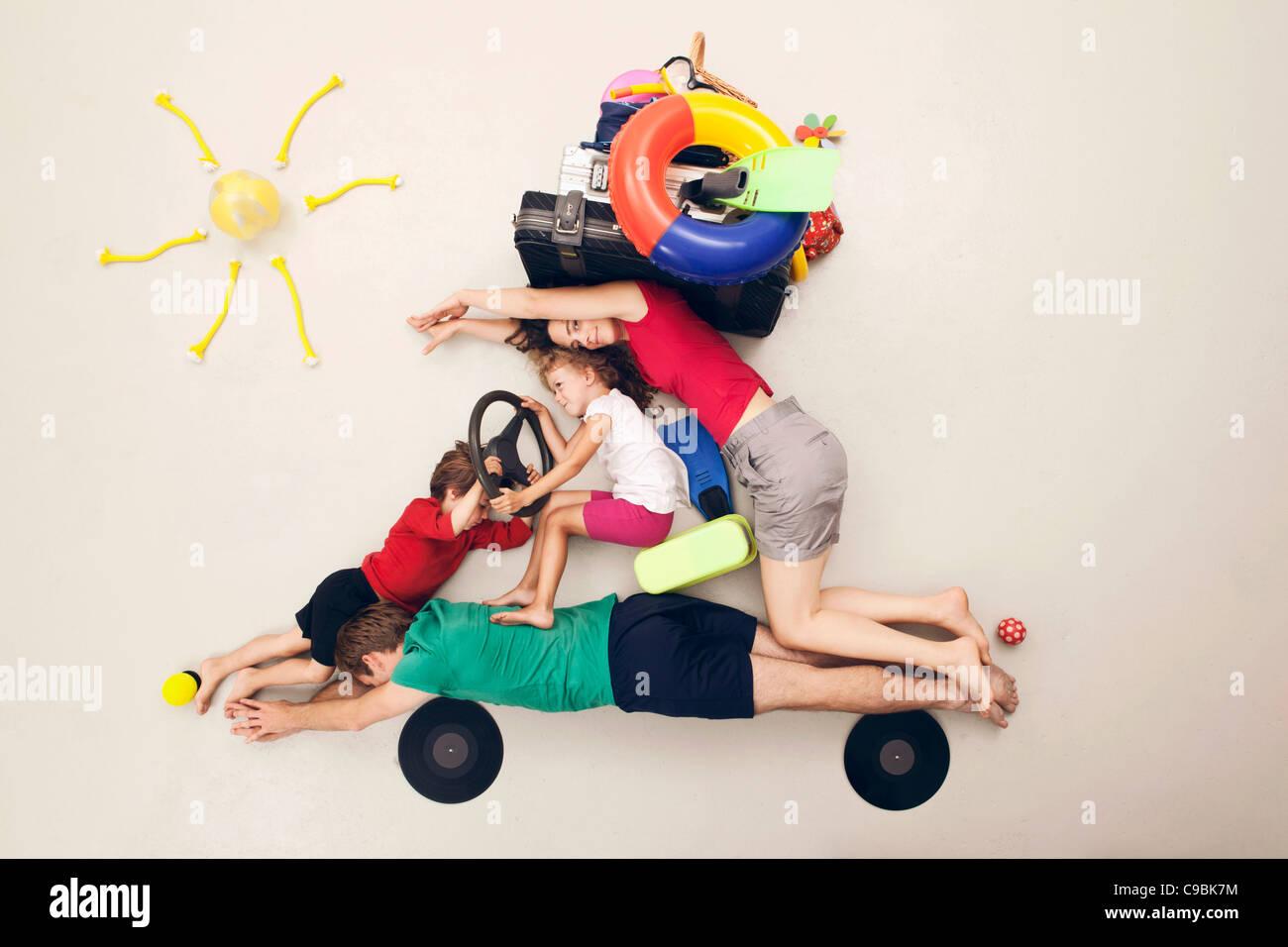 Deutschland, künstliche Szene mit Familie auf Urlaub tour Stockbild