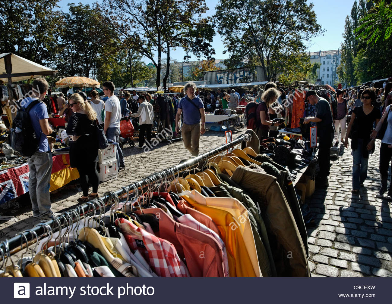 Second Hand Kleidung auf dem Markt der Mauerpark in Berlin