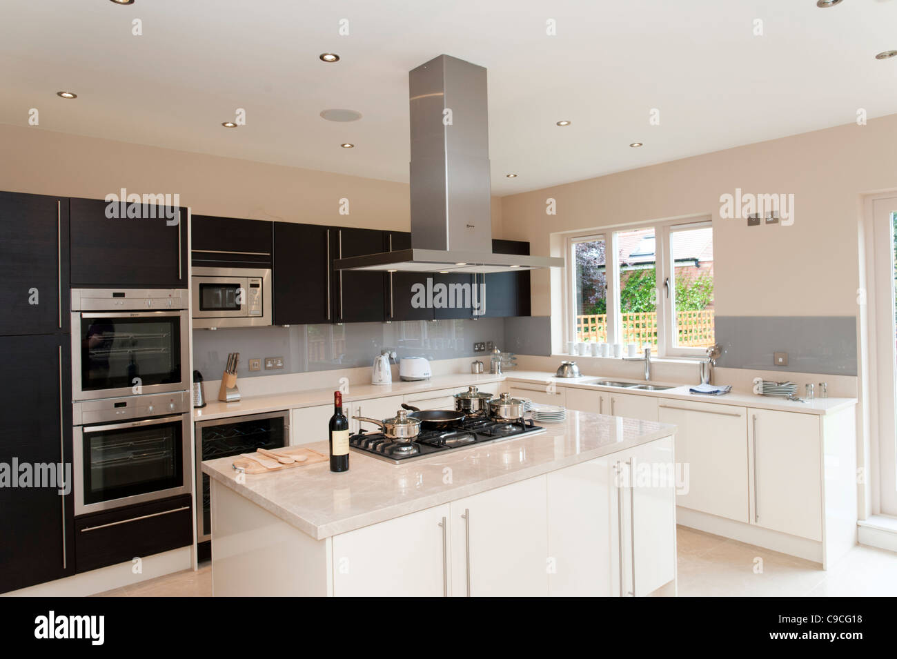 Fitted Kitchens Stockfotos & Fitted Kitchens Bilder - Alamy