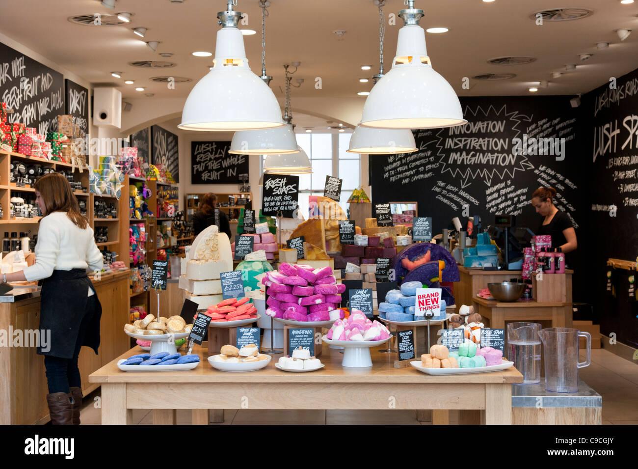 Üppige store, London, England, Großbritannien Stockbild
