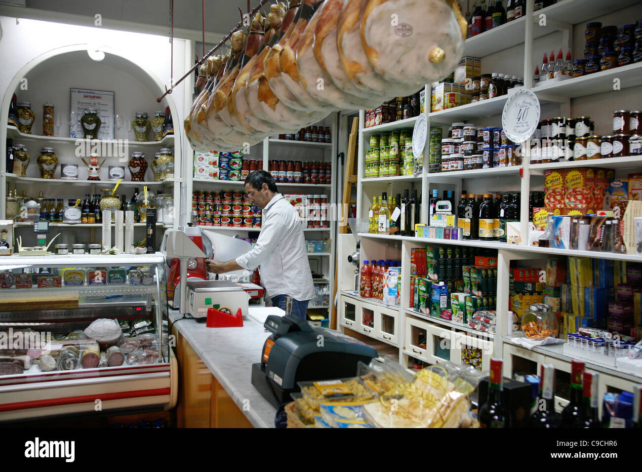 Mizo Lebensmittelgeschäft, La Maddalena, Sardinien, Italien. Stockbild