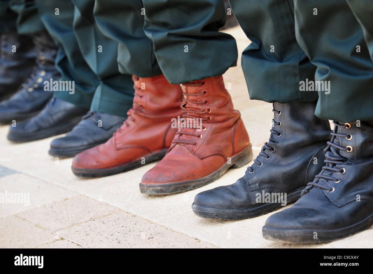 Stiefel, Der In Den Schlamm Tritt Stockfoto Bild von matte