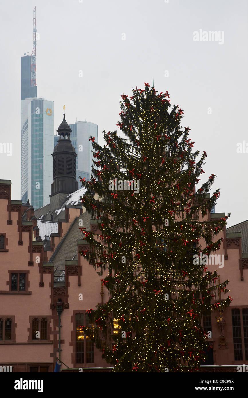 Weihnachtsbaum Frankfurt.Weihnachtsbaum Auf Dem Frankfurter Römer Platz Stockfoto Bild