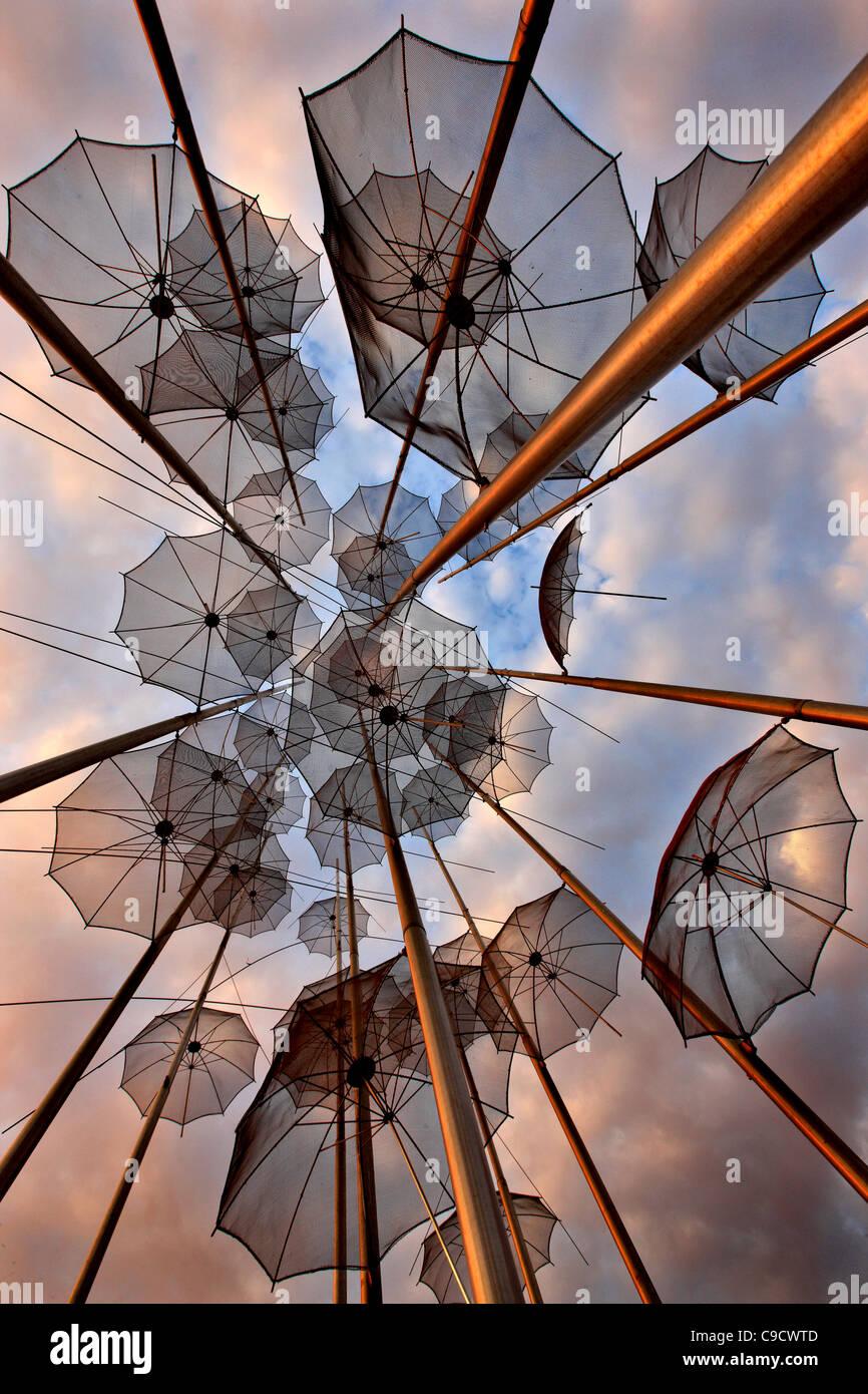 """Griechenland, Thessaloniki. """"Regenschirme"""", einer künstlerischen Installation von George Zoggolopoulos. Stockbild"""