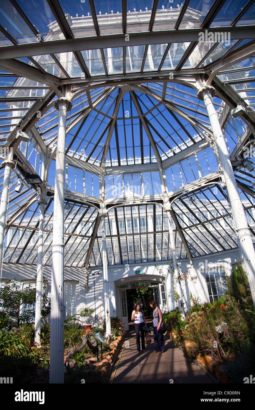 Gemäßigten Haus - Gewächshaus Struktur in Kew Gardens in London ...