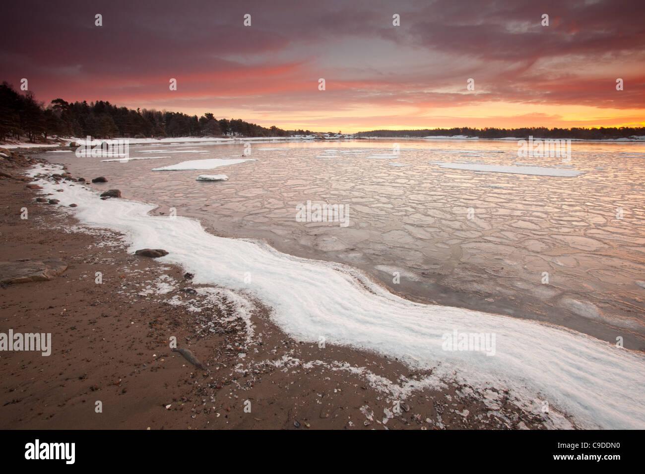 Bunte Wintermorgen am Ofen in Råde Kommune, Østfold Fylke, Norwegen. Stockfoto