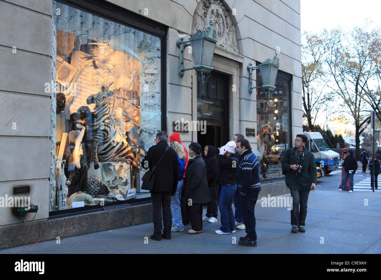 Windows von Bergdorf Goodman Kaufhaus dekoriert für Weihnachten ...