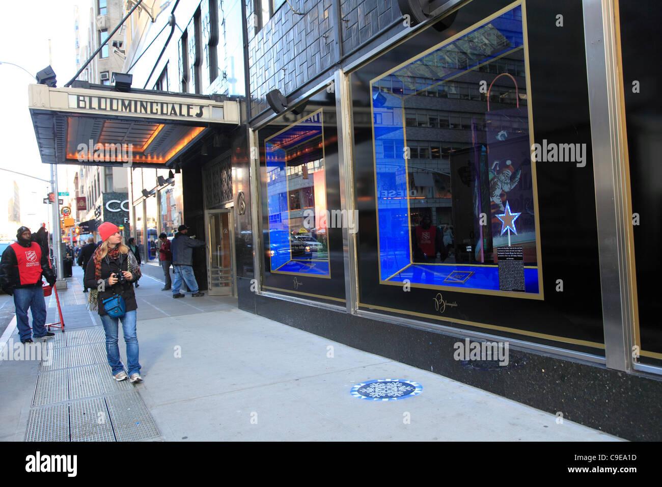 Windows Bloomingdales Kaufhaus dekoriert für Weihnachten ...