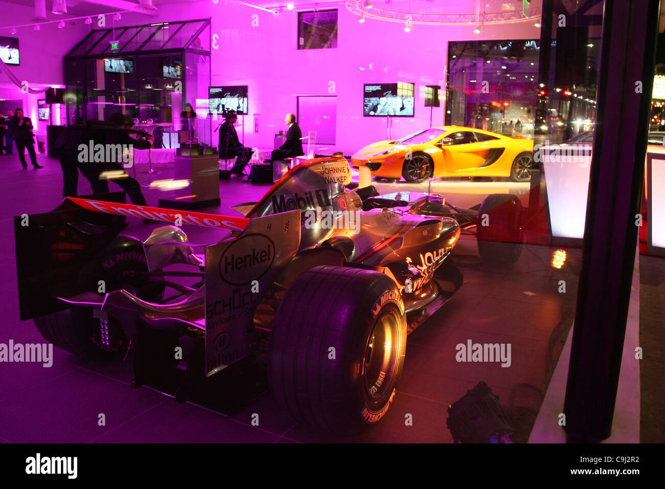 formel 1 auto & mclaren mp4 auto im showroom mclaren beverly hills