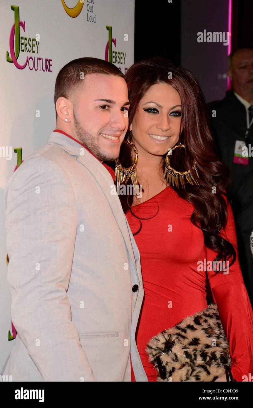 Corey Eps; Tracy DiMarco im Ankunftsbereich für Sauerstoff Jersey Couture Pop-up Beauty Bar, 684 Broadway, Stockbild