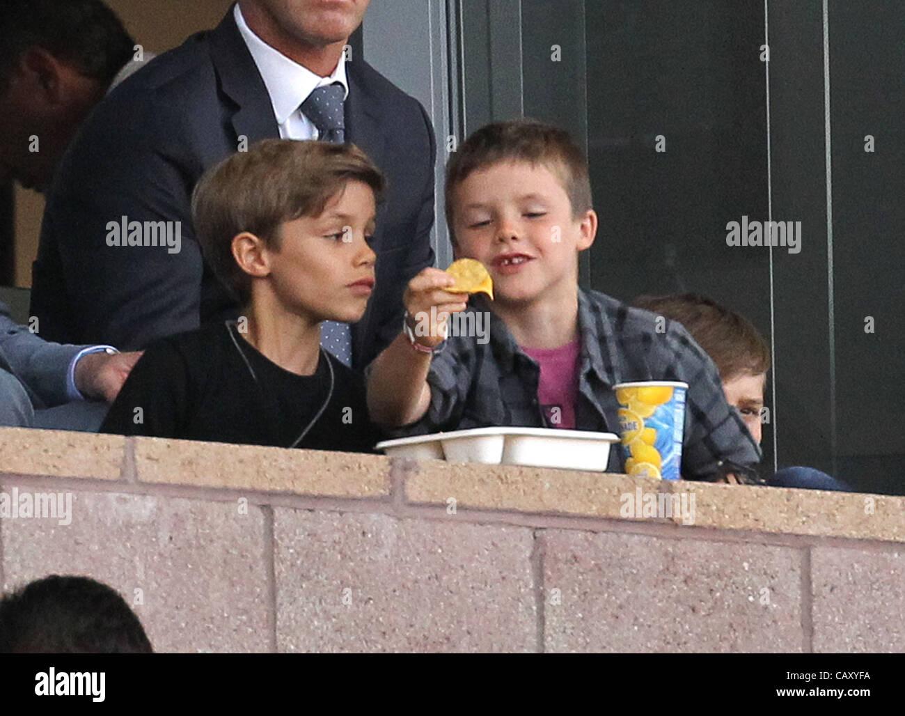 Los Angeles, Kalifornien, USA. 05 Mai 2012. Romeo und Cruz Beckham an der Los Angeles Galaxy V NY Red Bulls Spiel Stockbild