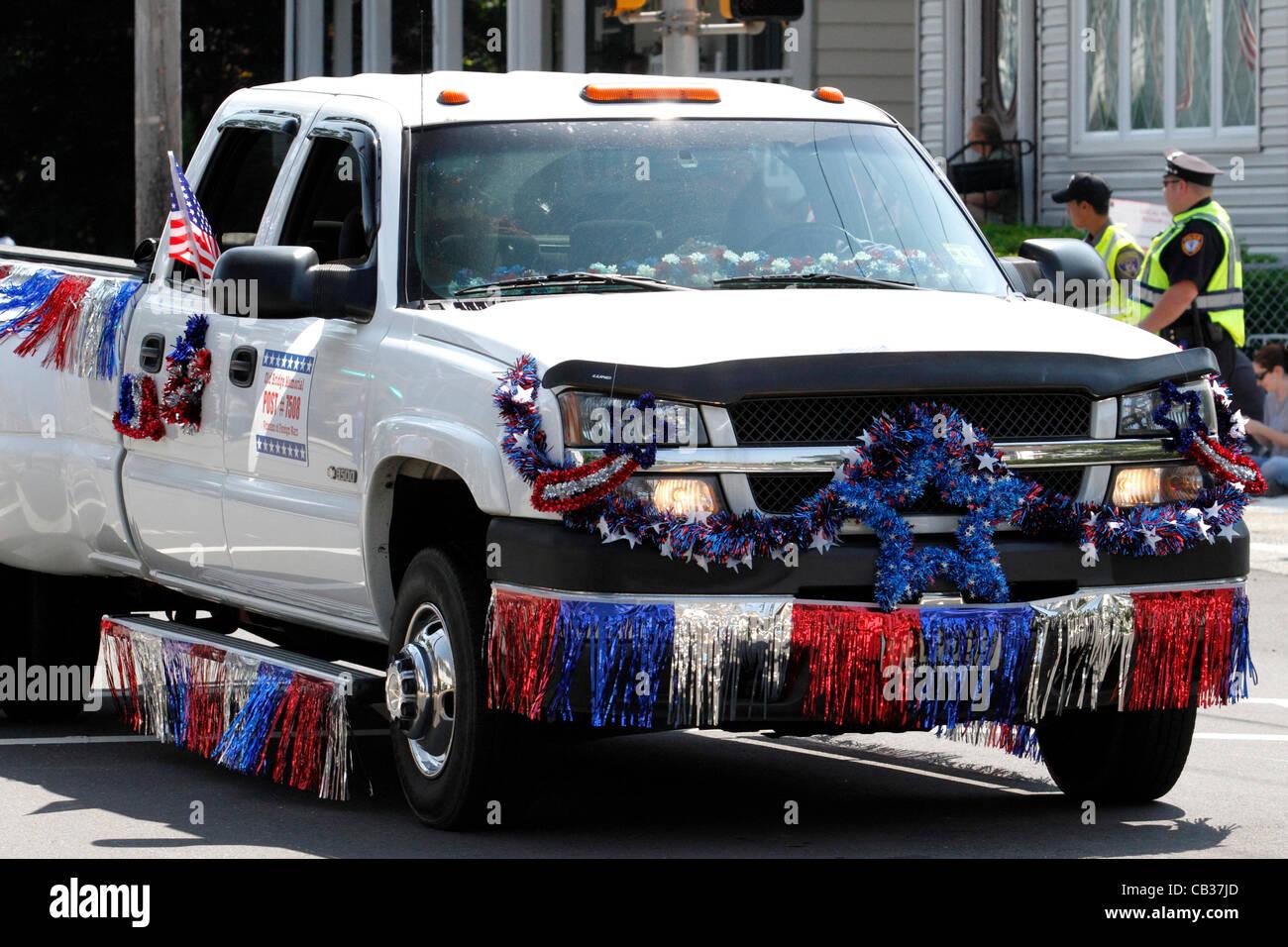 Pickup Truck In Rot Weiss Und Blau Reprasentieren Die Veterans Of