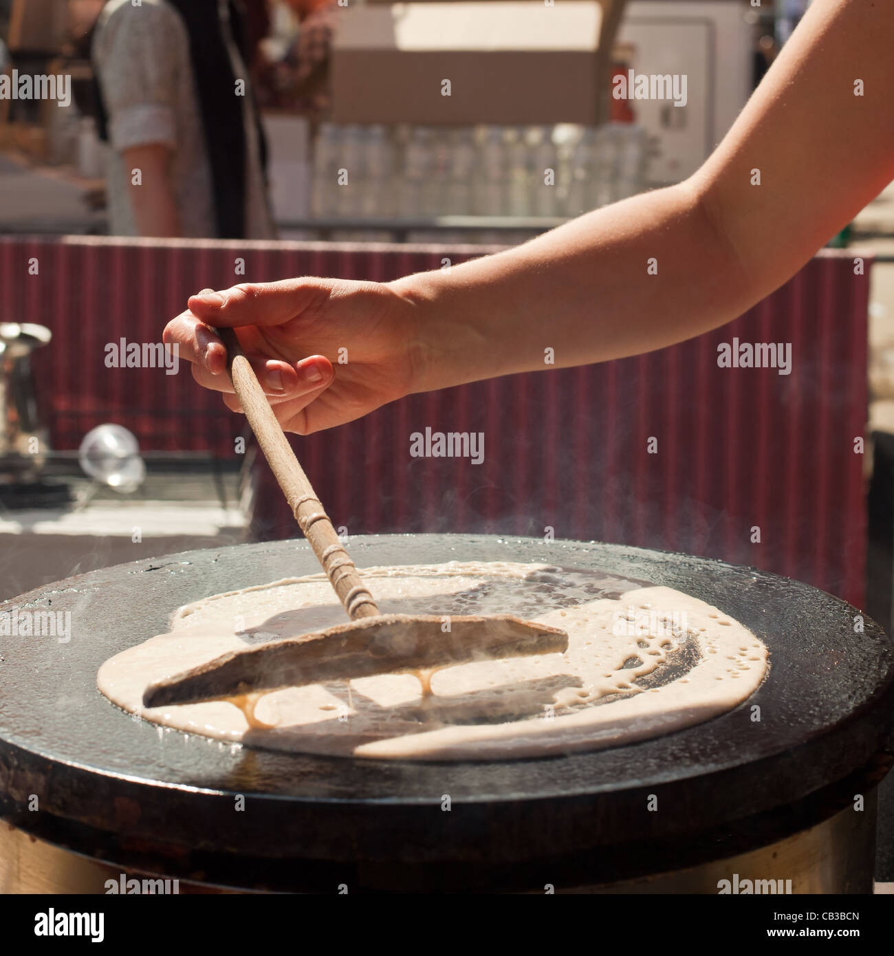 High Noon-Gemeinschaft-Festival ist ein Northcote lokale Musik Fest in Melbourne, Australien machen Essen Crepes Stockfoto
