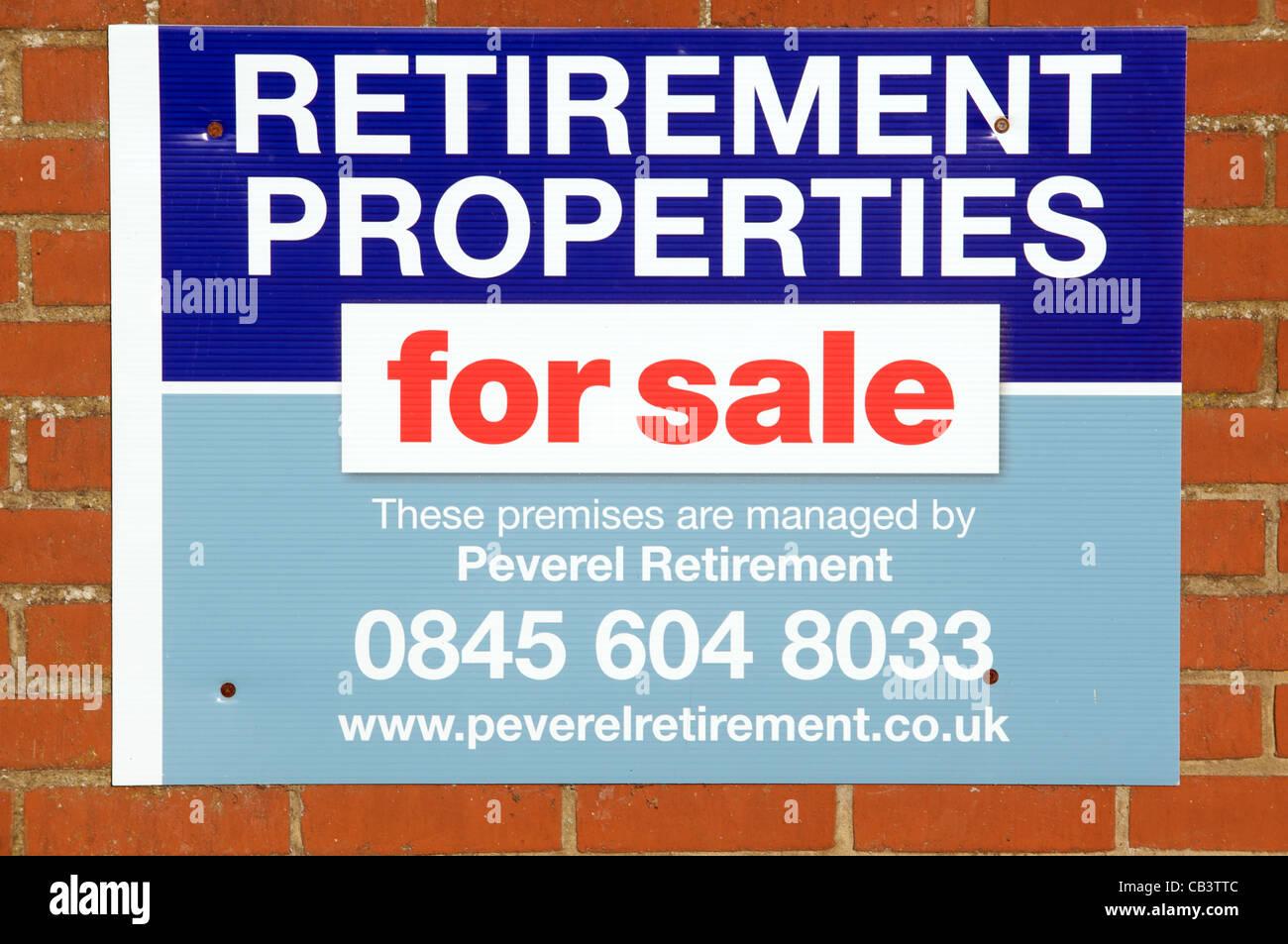 Ruhestand Eigenschaften für Verkauf Zeichen Stockbild