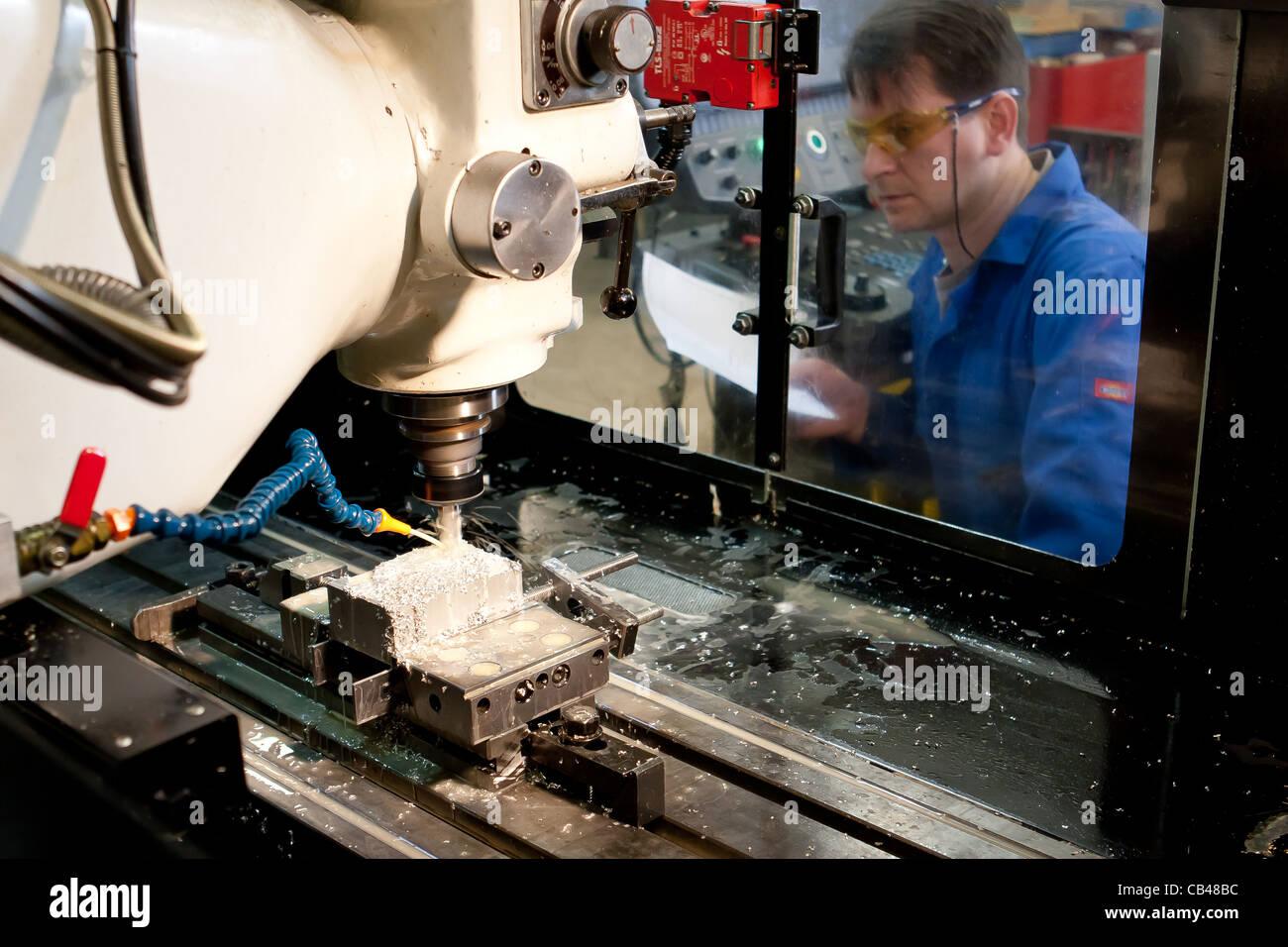 Maschinenbau techniker ingenieur eine cnc fr smaschine for Maschinenbauingenieur nc