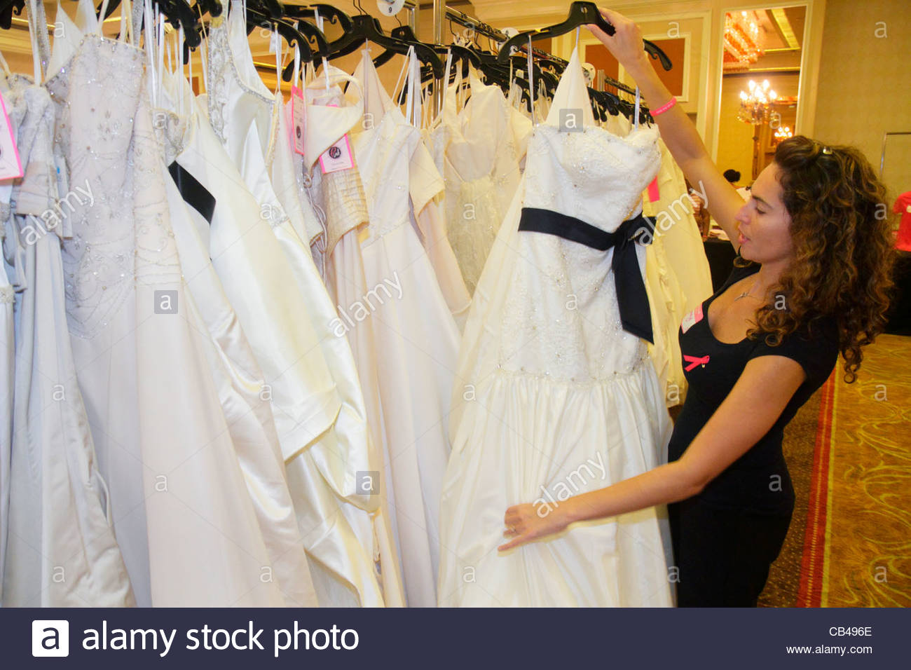 Dresses For Sale Stockfotos & Dresses For Sale Bilder - Alamy