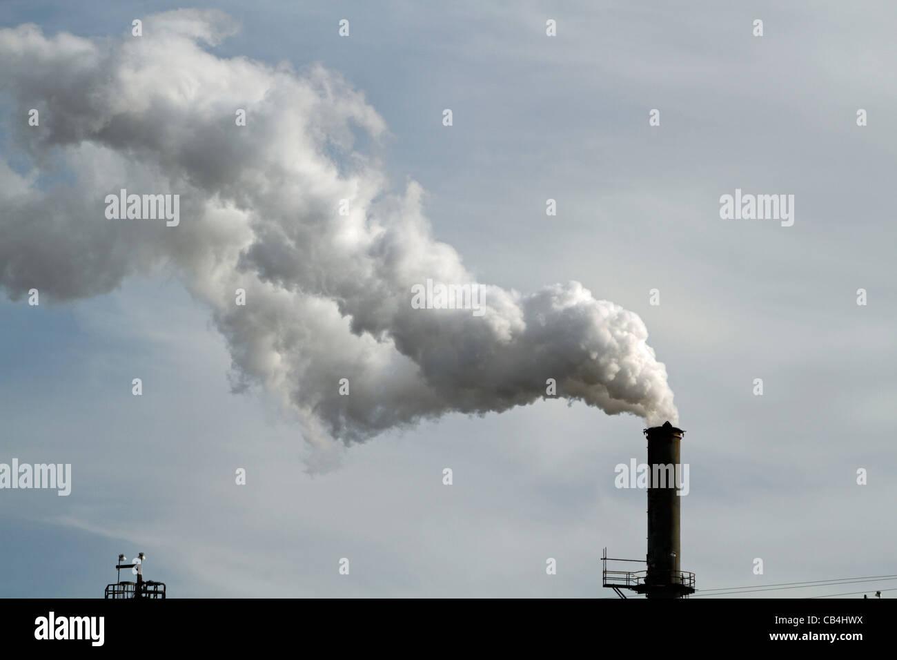 Ein Schornstein in der Port lesen Raffinerie (Hess Ölraffinerie) in Perth Amboy/Woodbridge, New Jersey, USA Stockbild