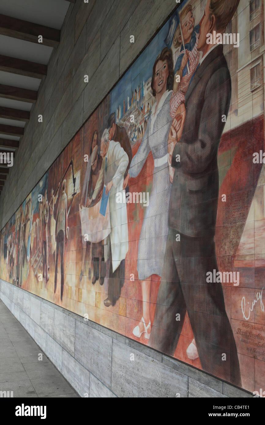 Sozialistische Wandgemälde in Berlin, Deutschland. Stockbild