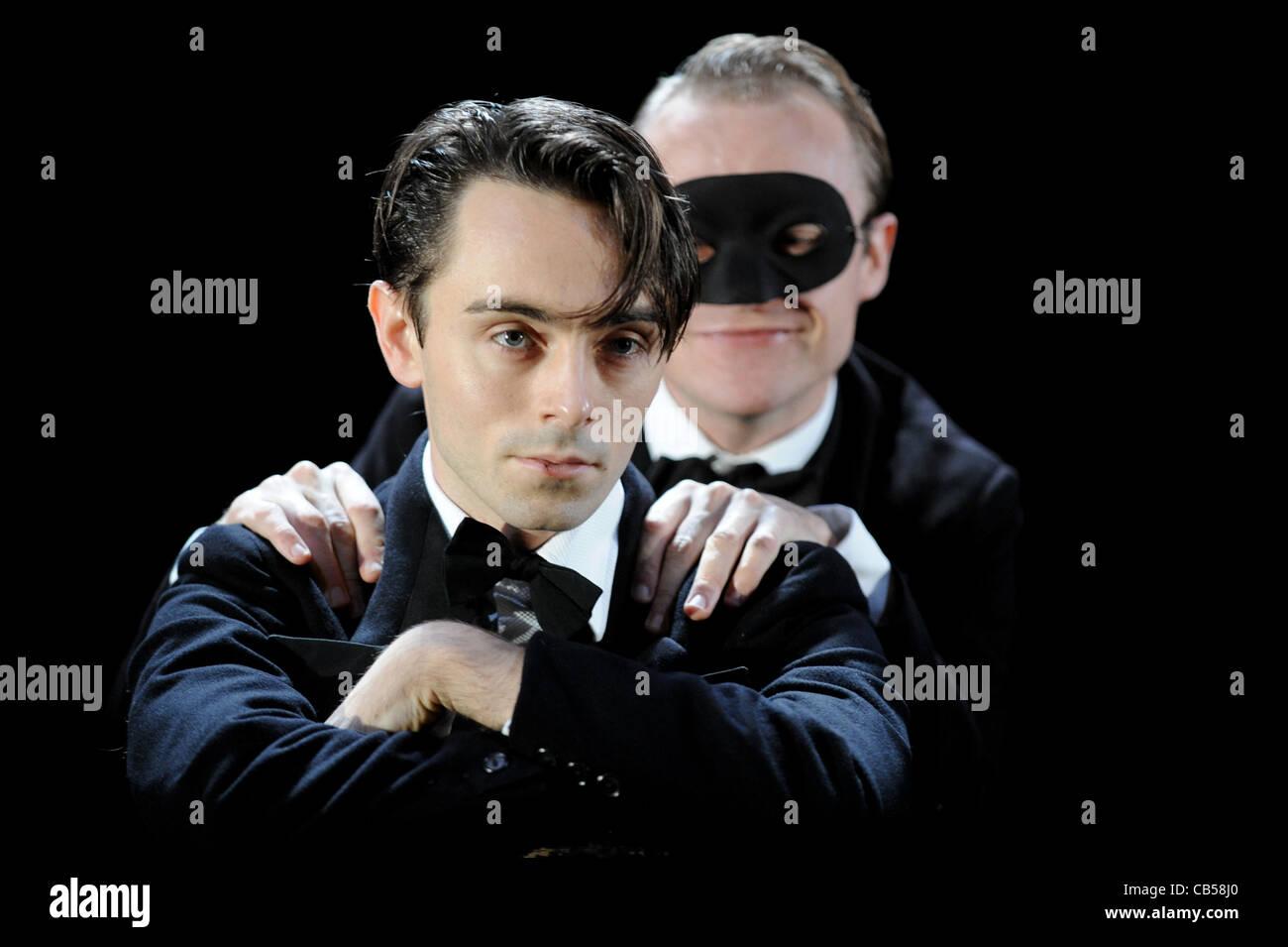 David Dawson als Romeo und Gyuri Sarossy als Mercutio in der Royal Shakespeare Company Produktion von Romeo und Stockbild