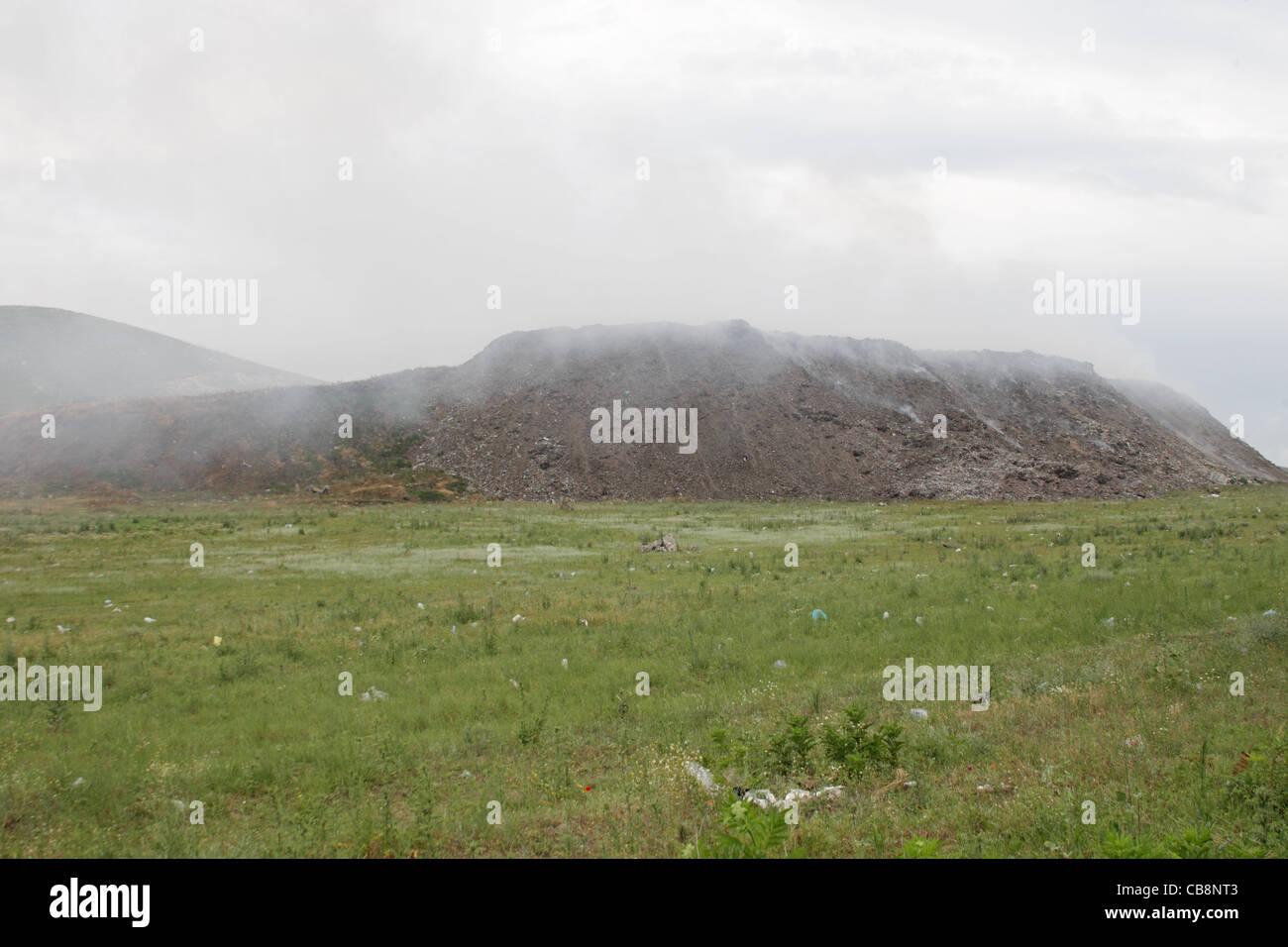Müll Müll Dump nahe der Stadt von Pasardschik, Bulgarien Stockbild