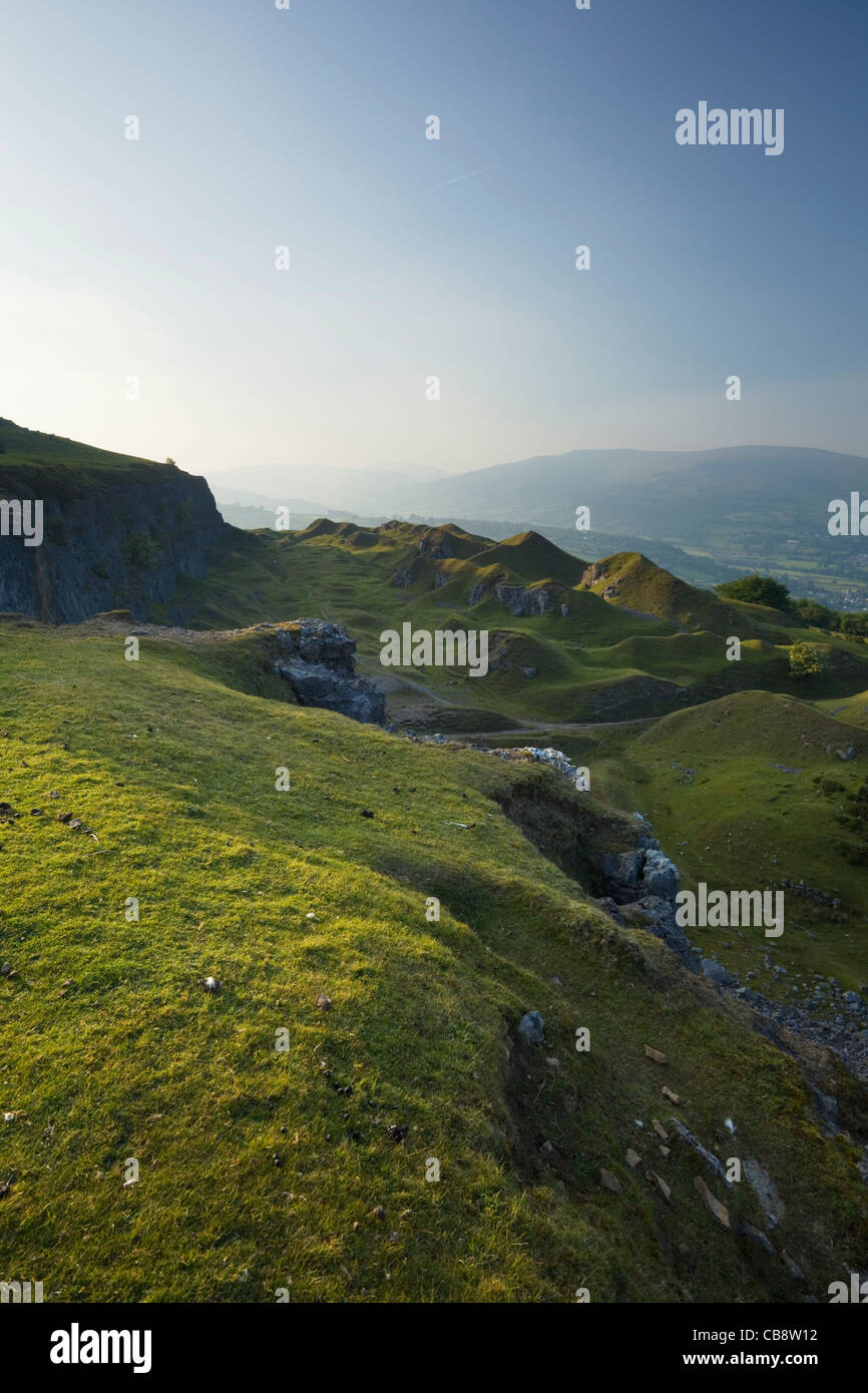 Stillgelegte Steinbrüche auf der Böschung Llangattock. Brecon Beacons National Park. Powys. Wales. VEREINIGTES Stockbild