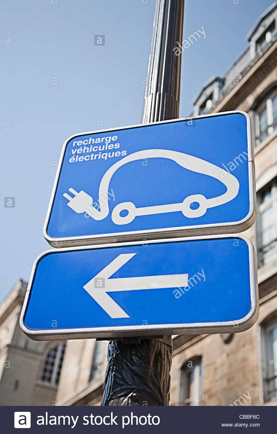 Elektro-Auto aufladen Station Zeichen Stockbild