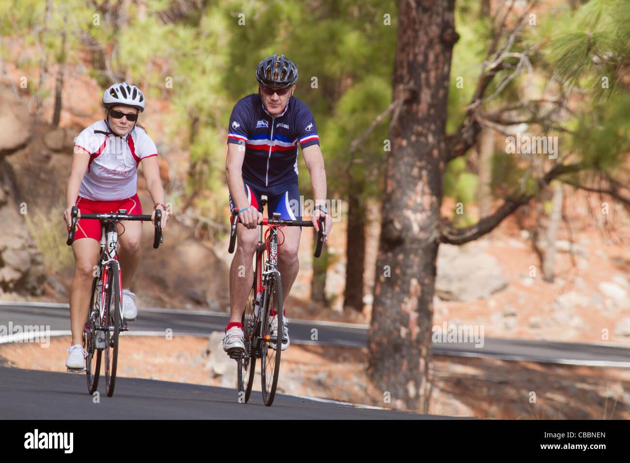 Eine Reihe von Fotos der Radfahrer in den Bergen von Gran Canaria. Stockbild